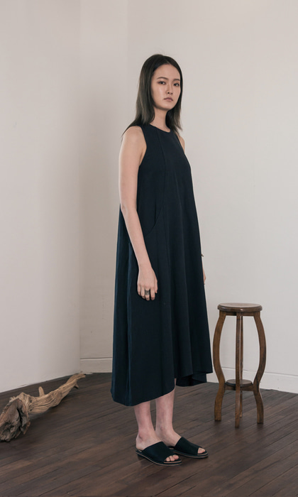 WOMAN_Trapez Linen Dress_bk